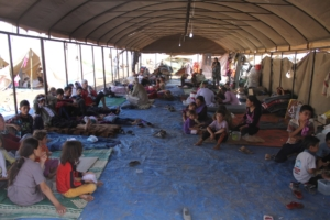 Vorübergehend in Sicherheit: Einige der 20.000 traumatisierten Jesiden im Syrischen Flüchtlingslager Newroz